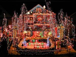 101217_tch_xmaslights_house_7.grid-6x2