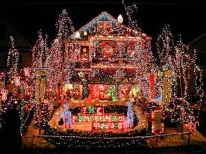 101217_tch_xmaslights_house_7.grid-6x2