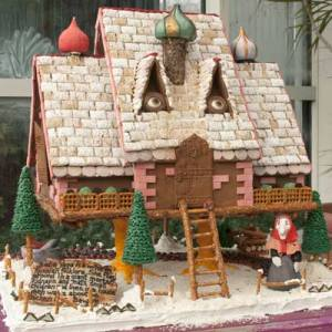 Baba-Yaga-Gingerbread-House