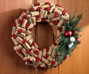 holiday-wine-cork-wreath
