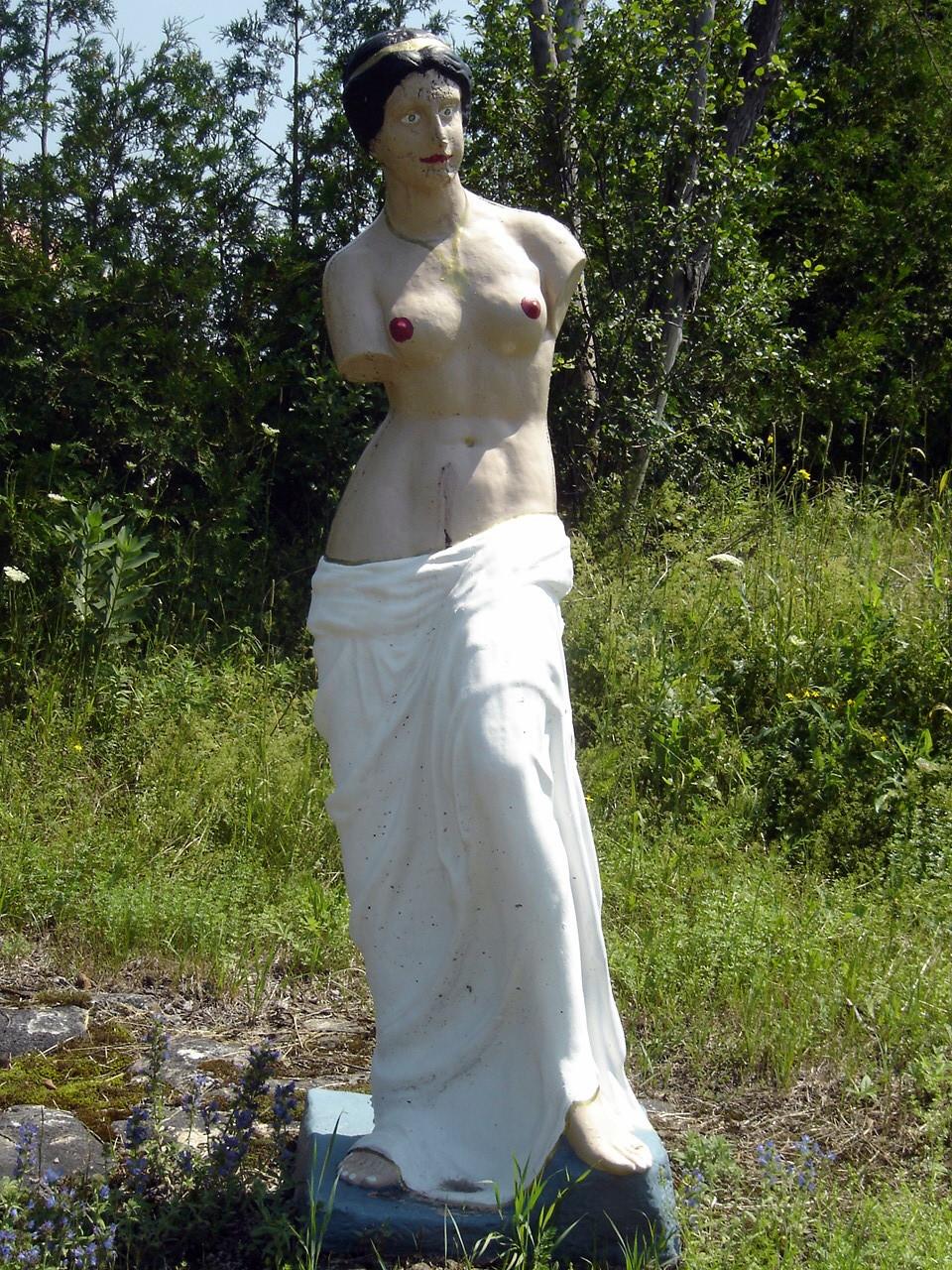 Are not Naked women garden statues amusing information