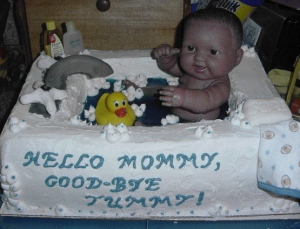 Never in the history of the world has anyone depicted such an activity of innocence in such a nightmarish way possible. I mean a baby in the tub should be seen as adorable but this cake is simply terrifying.