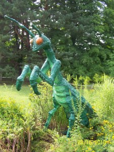 Now let's just say that any lawn ornament resembling a giant insect is going to scare people and a praying mantis is no exception. I mean while some people may be afraid of insects at their regular size, no one wants to run into a bug that's as big as them.