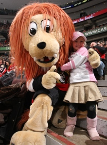 At first, you'd think Spartacat would seem like a fairly badass mascot. However, noticing his cuddly demeanor and his Shaun White hair, you'd probably be disappointed. But this little girl seems to love him anyway.