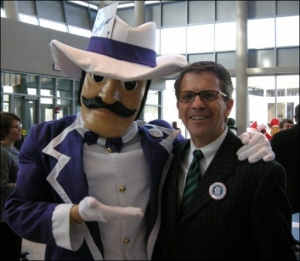 For some reason, I'm not sure if it's a good idea to have a Wild West villain archetype as your college mascot. I mean a well dressed mascot isn't going to win you fans outside Evansville. Also, he kind of dresses like a pimp if you ask me.