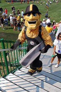 Now I'm from the Pittsburgh area and most Steelers fans think that Steely McBeam is perhaps the stupidest mascot from any Pittsburgh Big Four sports franchise. Seriously, Steely is creepy as hell and his eyes reveal that he's ready to whack someone with his steel I-beam. Nevertheless, why did the Steelers think that they needed a mascot that's so lame?