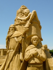 Of course,this sculpture only has Gollum, Gandalf, and Frodo Baggins since doing a sand sculpture of the Fellowship would've taken up the whole beach.