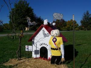 Well, unlike what you see in the comics, this Charlie Brown scarecrow display seems like a winner as I see from the ribbon.