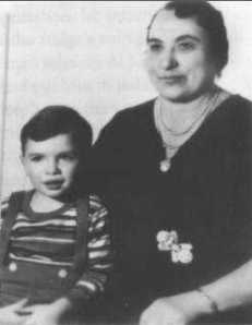 Theresina Capone with her grandson Albert Francis. I guess while she didn't seem to like her son's gangster interests, she didn't seem to disown him.