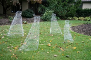 Using old chicken wire to create ghostly dresses isn't just creative, it's also good for the environment as well. Besides, you can use these decorations again and again.