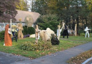 Sure neighbors may think you had too much time on your hands while doing a Star Wars scarecrow display but at least some people would like it.