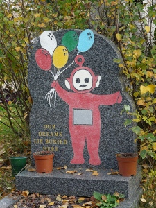 Now this grave seems to accomplish what many thought impossible. Make one of the Teletubbies seem incredibly creepy.