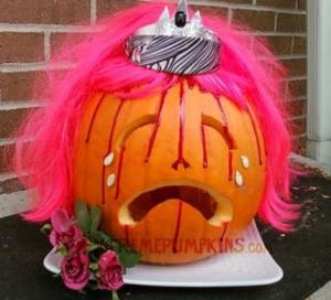 Now perhaps we shouldn't carve pumpkins to pay tribute to Stephen King novels. Still, at least it's not a tribute to the Shawshank Redemption or the Green Mile.