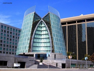 No disrespect to the Catholic Diocese of Oakland, but I have to confess that your Cathedral of Christ the Light is a rather terrible attempt to honor God and His mercy. Seriously, the Catholics of Oakland deserve better for their community than this sci-fi catastrophe in architecture.