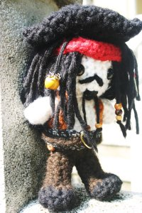 Let's just say, Johnny Depp has made a lot of money playing the captain of the Black Pearl. Still, I've seen a lot of crocheted figures of Jack Sparrow when compiling stuff for this post. This is the one I just liked the best.