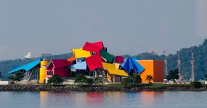 This is the Biomuseo in Panama City, Panama as well as another of Frank Gehry's disasterpieces. I'm surprised there aren't any flecks of glitter on it as there would be in any kiddie craft project.