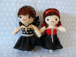 Of course, while amigurumi figures are mostly knitted and crocheted, sometimes the clothes aren't as in this case. Still, they're both pretty cute and rather dressy.