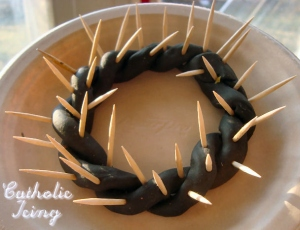 Now I'm sure there's nothing wrong with using a crown of thorns as a DIY project or Easter decoration. However, it's best that you don't make this item a sacrilegious artifact by using it as an hors de' oerdurve tray. Else, the Lord will smite you.
