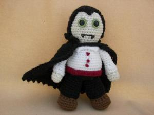 Let's just say while he may be a menacing vampire who can scare the bejesus out of people in the movies, he isn't nearly as much as a amigurumi. Actually, more cute than scary. Yet, still better than Edward Cullen, that's for sure.