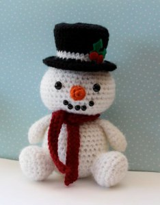 Now that's a cute snowman to put on your mantlepiece. Even better is that it doesn't come with a corn cob pipe.