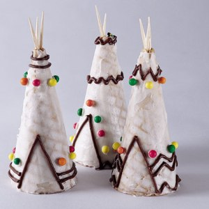 Then again, this treat might be more suited for a Wild West occasion or some event in the Midwest because the first Thanksgiving took place in Massachusetts. Plains Indians lived in teepees and Eastern Woodland Indians don't. But of course, it would've been more difficult to make treats of wigwams and longhouses.