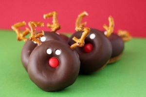 Of course, these reindeer donuts would really make great Christmas gifts for your friendly neighborhood police officer.