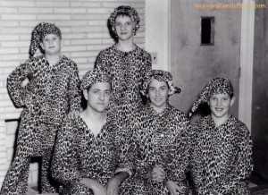 Now I'm sure the leopard print doesn't come from real fur. But still, such a family photo op is bound to make PETA furious.