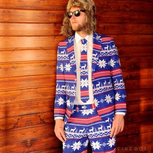 Now I'm sure this guy looks even more ridiculous in the ski lodge with that Christmas suit on. Looks so silly I can't help but laugh.