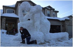 This might not be a snowman of Tim Tebow or it may not. Either way, that pose reminds me of how he used to get in that pose to pray. Nevertheless, that guy was just an annoying self-righteous turd.