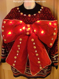 Now I'm sure this is a very tacky Christmas sweater. Yet, at the same time it's all so charming.