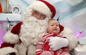 Now if a Santa Claus manages to be so menacing to frighten babies, then you might want to go to another Santa. Seriously, I can see why this baby is totally shitting its diaper right now.