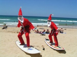 While Europe and North America tend to associate Christmas with snow, Australia basically associates the holiday with volleyball, beach parties,
