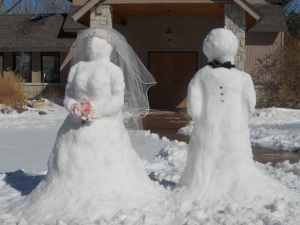 Now I suppose this snow couple would be best suited for a winter wedding. Yet, I bet that bridal veil isn't cheap if you know what I mean.