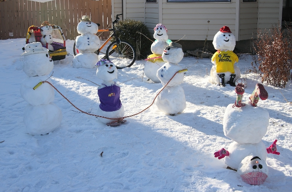 12 Clever and Creative Snowmen   Mental Floss  Snowman Too Much Snow