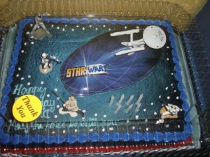 Let's hope this 7-year-old boy isn't part of the Star Wars vs. Star Trek fandom rivalry or else he's probably throw a tantrum. Still, we all should know that the Enterprise is from a whole different franchise! Such cake would certainly piss geeks off, at Comic Con and I'm sure this baker wouldn't want to be seen there.