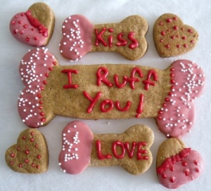 Yes, these are Valentine's Day dog treats and it's the first time I showed anything for pets on my treats post. Still, I'm not sure whether covering dog treats in icing is actually good for the dog. Seriously, I'd consult a vet about that.