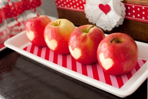Of course, this idea not only features healthy food but also is very simple to do as long as you can draw hearts right.