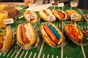 I wonder what the hotdog from Pittsburgh would look like. Also, why does the New York one have blue ooze on it? That can't be normal. Oh, it's supposed to represent the Giants. Also, that Green Bay hotdog looks disgusting.