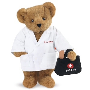 Of course, you know he's a doctor since his little Furst Aid medical bag contains a bandage and a thermometer. Still, I kind of wish he had a little stethoscope with him but who am I to judge? Still, he's adorable.