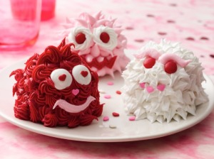 Now these are just simply adorable yet I wonder what's underneath their thick layers of icing meant to resemble fur. Probably cake.