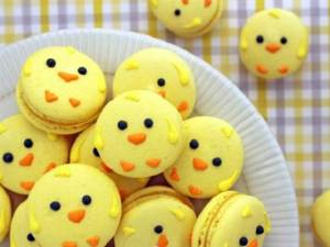 Not sure of what to think of macarons, yet these yellow chicks are just simply adorable. Seriously, look into their eyes and you just want to eat them up.