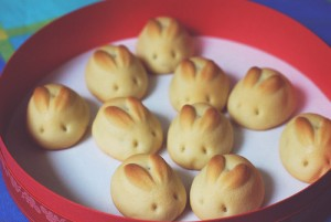 Sure they may look like the other rabbit baked goods but they're so adorable. Just have to love their little eyes and ears.