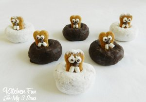 Now white donuts symbolize 6 more weeks of winter while chocolate ones stand in for early spring. Either way, the groundhogs are very adorable with the buck marshmallow teeth and chocolate chip eyes and noses.