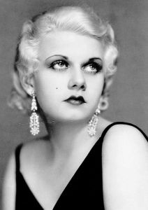 Before Marilyn Monroe, the most famous blonde bombshell was the platinum blonde Jean Harlow known for her quick sassy wit and voice. Sadly, it's said that her platinum blonde dye might've killed her at only 26, which left William Powell devastated since she was the love of his life.