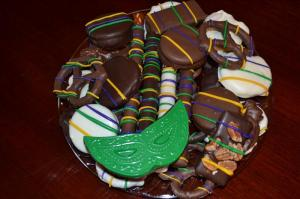 I know these are Mardi Gras treats since they all have yellow, green and purple stripes on them. And that they have a mask chocolate with them.