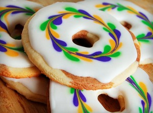 Now I know these aren't donuts because they're flat but I love the swirl icing design on these. Still, I'd eat them.