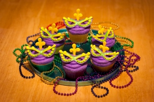 Yet, I'm not sure whether the cupcake toppers on these are edible or not. However, I do love the purple icing on them though. Hey, I love purple. I can't help it.