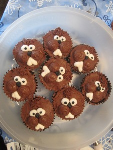 Now these seem to resemble all kinds of rodents like wood chuks or beavers. Still, they're adorable with their chocolate chip and icing eyes as well as buck teeth.