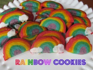 Now I wonder how they brought out the colors in these beautiful cookies. Yet I know they broke them in half once out of the oven.