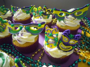 Not only do some of these cupcakes carry the traditional feathery Mardi Gras mask, they also have the tragedy and comedy masks as well. And it seems like they're edible but I can be wrong.